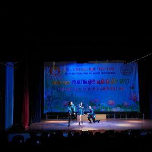 Chương trình ca nhạc hài đặc biệt_Phối hợp biểu diễn.