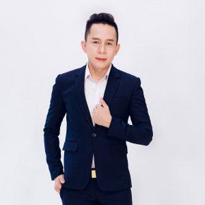 Nghệ sĩ Tuấn Kha